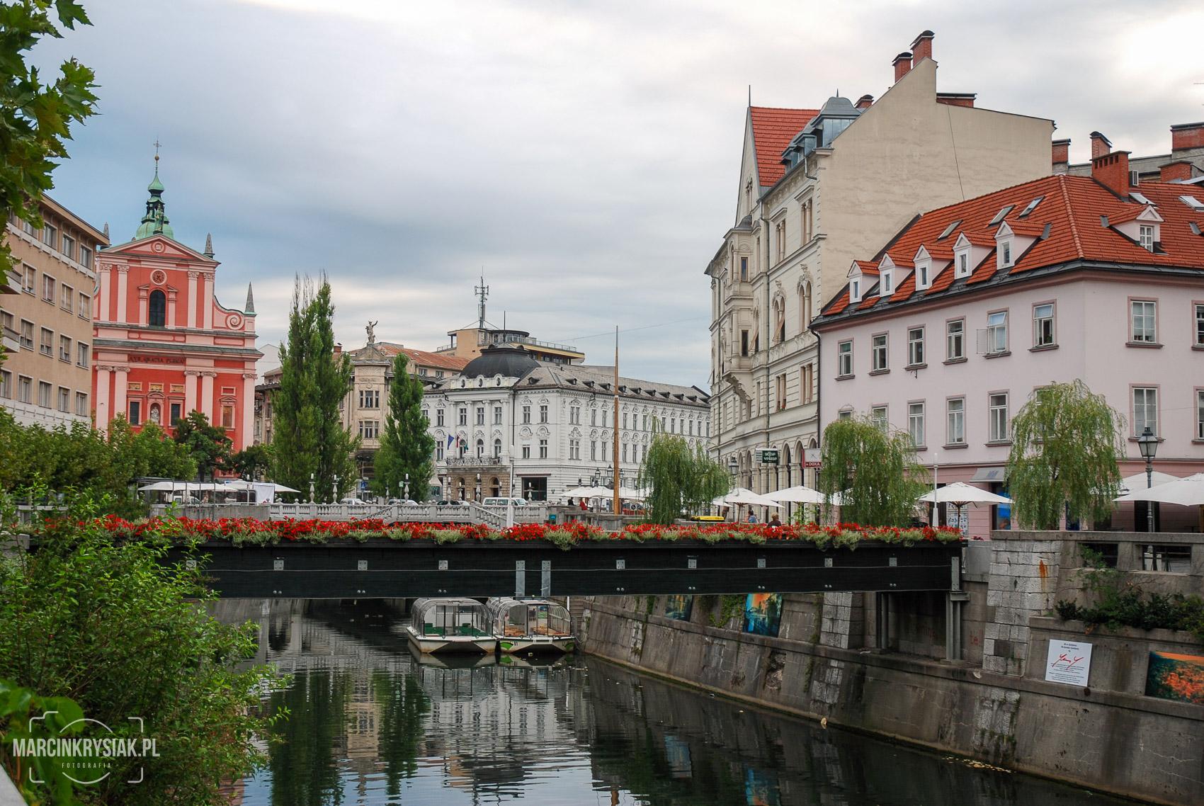 kamienice, woda, miasto, Lublana, stolica, centrum, kamienice, kwiatki, Słowenia